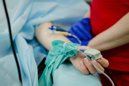 【旅平險】出國旅遊感染武漢肺炎有賠嗎?海外突發疾病15家產險公司理賠條件大彙整!