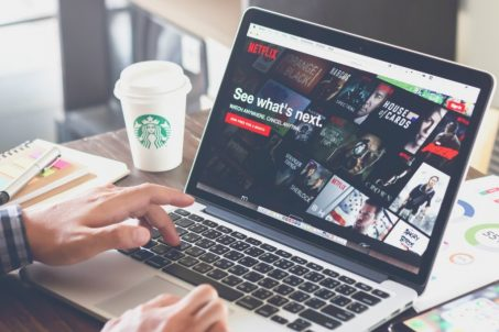 疫情解封經濟復甦!上班族重回辦公室重傷Netflix
