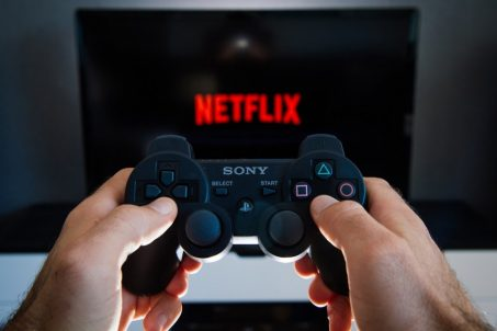 不知道要看什麼片嗎? Netflix預計發展電玩業務成為真正的時間黑洞
