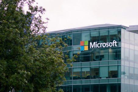 業績財測雙雙打敗市場預期,微軟要讓所有人都在雲端辦公